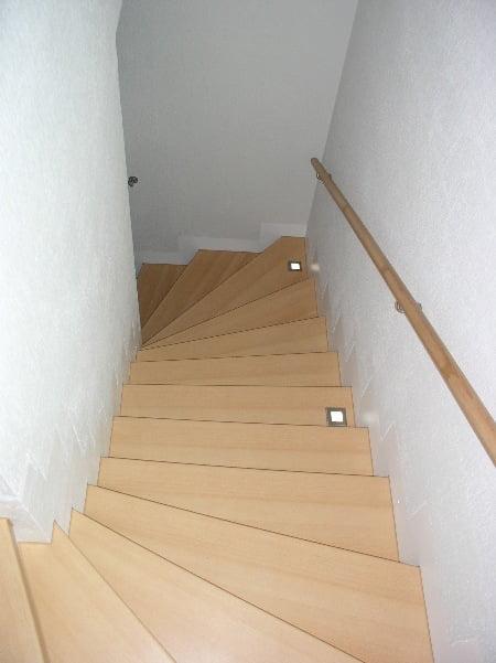 ahşap merdiven kaplı hali